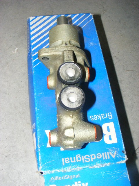 Maitre cylindre twingo 1