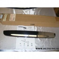 Baguette moulure chrome hayon coffre au dessus plaque immatriculation pour nissan note