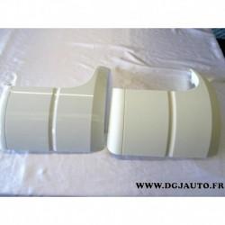 Lot 2 deflecteurs air aile cabine avant droite (1 peint blanc, petite rayure + 1 à peindre) 9438840323 pour mercedes actros MP2