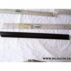 Baguette moulure de porte arriere droite liseret noir 90510581 pour opel vectra A (1 eclat 1mm sur liseret)